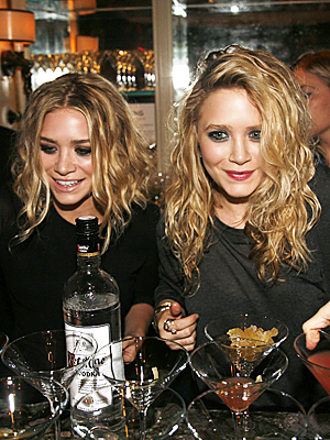 mary-kate and ashley olsen - fashion's night out
