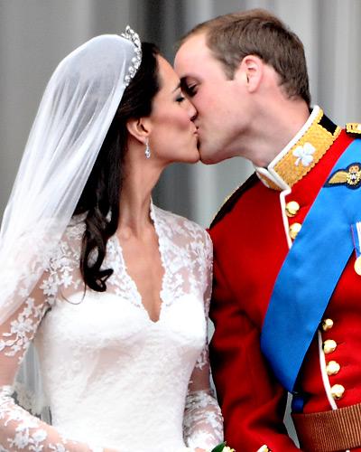 Вип сватбите! 042911-kate-william-kiss-400x500
