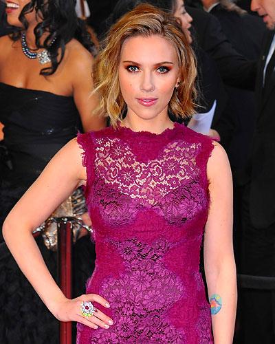 scarlett johansson hair 2011 oscars. Scarlett Johansson