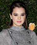 Hailee Steinfeld - silver nails - Chanel dinner