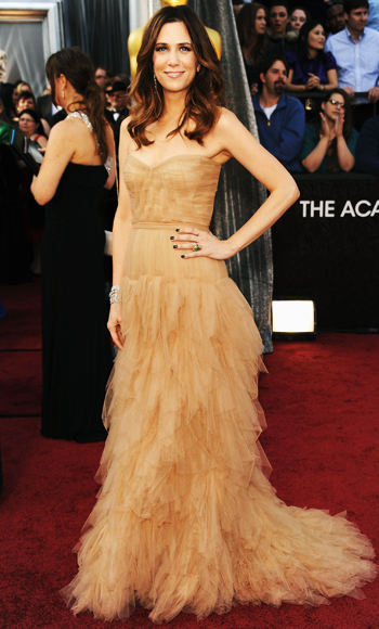 022612 Kristen Wiig 350 TBF is Live Blogging the Oscars Red Carpet!