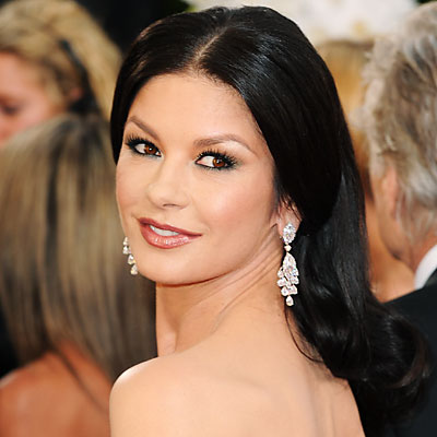The 48-year old daughter of father David James Jones and mother Patricia Fair, 171 cm tall Catherine Zeta-Jones in 2018 photo