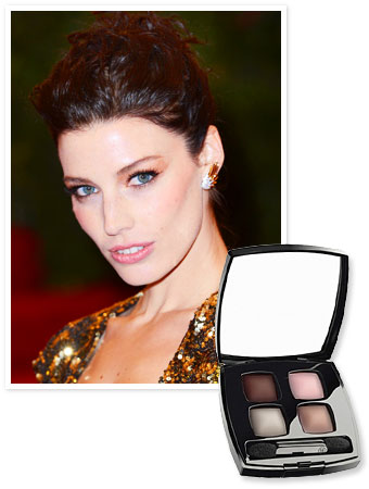 Jessica Pare - Megan Draper - Eye Shadow
