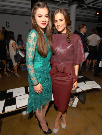Hailee Steinfeld, Allison Williams