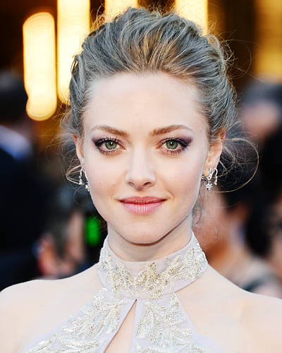http://img2.timeinc.net/instyle/images/2013/AWARDS/022413-hair-makeup-amanda-seyfried-400.jpg