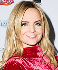 Mena Suvari - Celebrity Beauty Tip - Taupe Eye Shadow