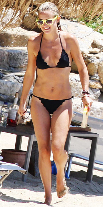 Kate Hudson in a scalloped bikini