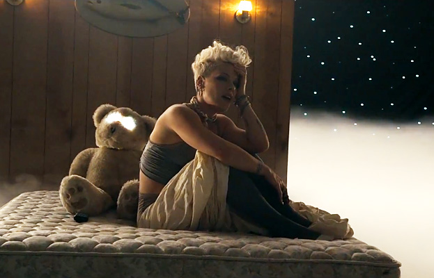 "Watch Pink's New Video for ""Just Give Me a Reason"""