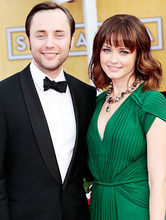 Alexis Bledel Vincent Kartheiser engaged