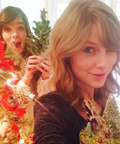 Photos of the Day: Taylor Swift and Hailee Steinfeld Bake Holiday Cookies Together