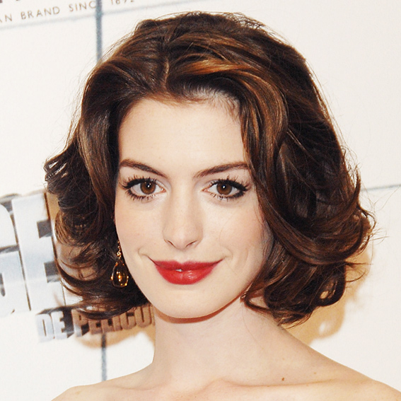 Anne Hathaway Eye Color: 20 Of The Most Gorgeous Red Lip