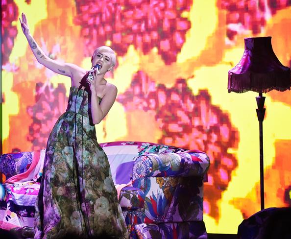 Miley Cyrus: World Music Awards
