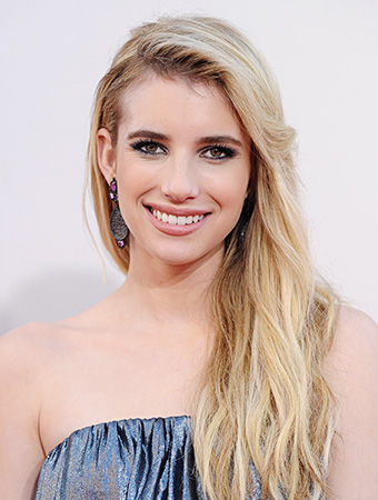 The 26-year old daughter of father Eric Roberts and mother Kelly Cunningham, 157 cm tall Emma Roberts in 2017 photo