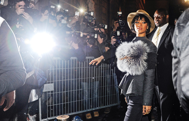 rihanna-paris-fashion-week