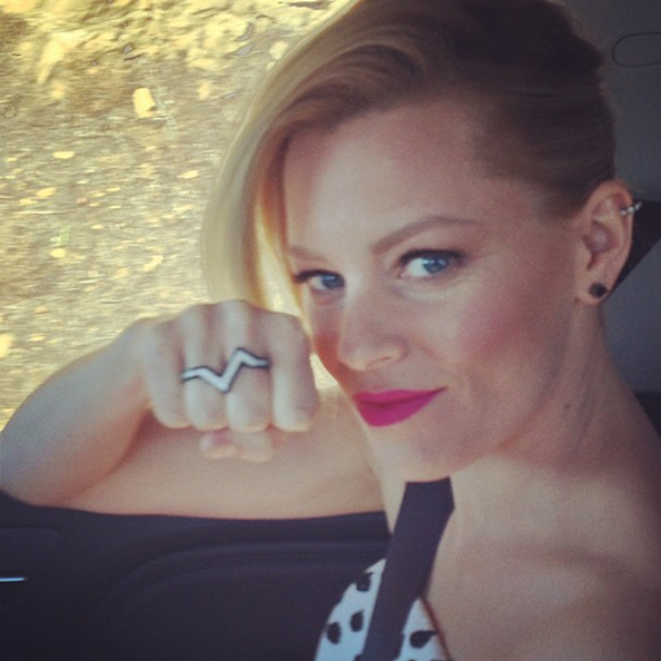 Elizabeth Banks Selfie Tips