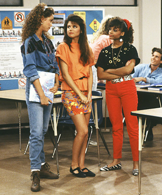 Kelly Kapowski Fashion - Saved by the Bell - Tiffani Thiessen