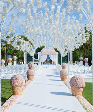 5 Wedding Flower Design Ideas from Celebrity Designer Preston Bailey - Don't Forget to Look Up!