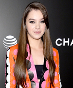 Hailee Steinfeld in Pitch Perfect 2