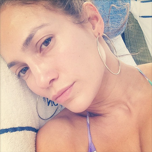 Jennifer Lopez Posts Makeup-Free Selfie