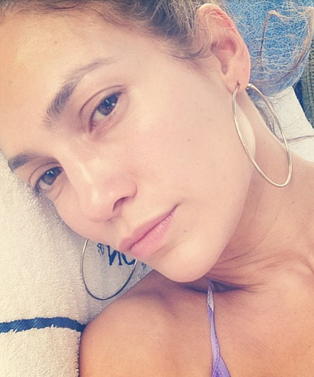 Jennifer Lopez Posts Makeup-Free Selfie