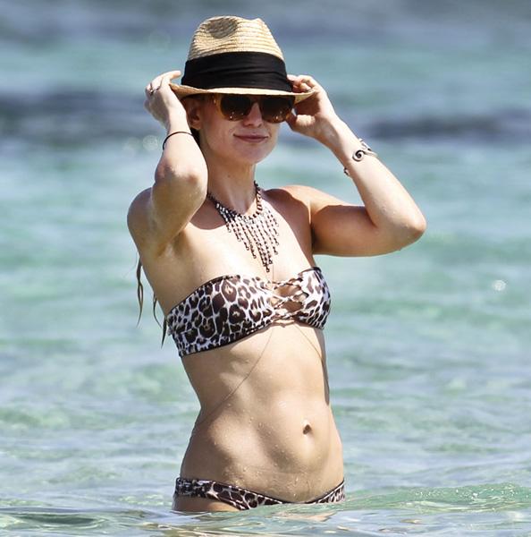 Kate Hudson Looks Toned in a Bikini