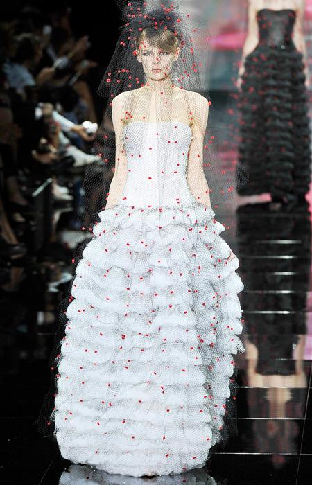 Armani priv wedding dress inspiration from fall 2014 for Giorgio armani wedding dress