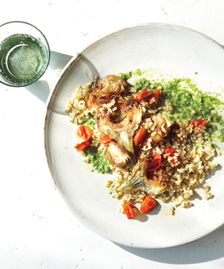 Freekeh salad with artichokes and pesto