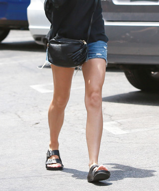Naomi Watts in Birkenstocks