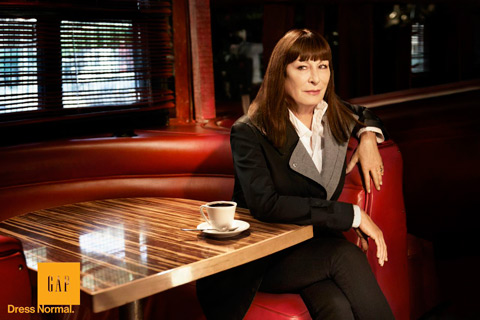Gap Anjelica Huston