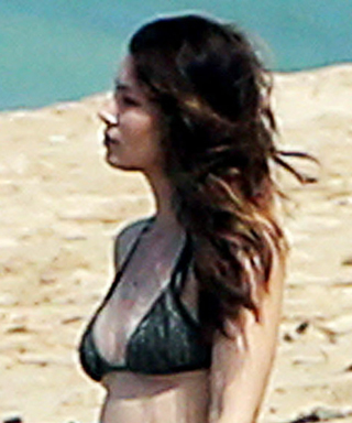 Jessica Biel Wears a Bikini