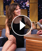 Jennifer Garner plays Catchphrase with Jimmy Fallon.