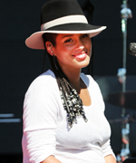 Alicia Keys Gives Birth