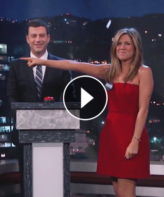 Jennifer Aniston and Lisa Kudrow have a Celebrity Curse-Off