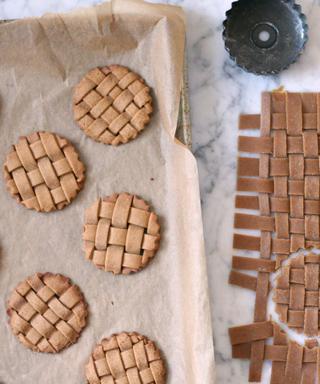 Weaving gingerbread cookies