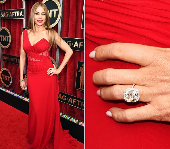 sofia vergara shows engagement ring at sag awards