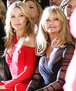Kate Hudson and Goldie Hawn at Versace Show