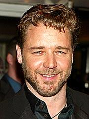 Leaner Russell Crowe Plays Host | Russell Crowe