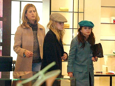 CLOTHES HOUNDS  photo | Ashley Olsen, Mary-Kate Olsen