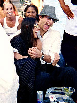 BUDDING ROMANCE  photo | Ashton Kutcher, Demi Moore