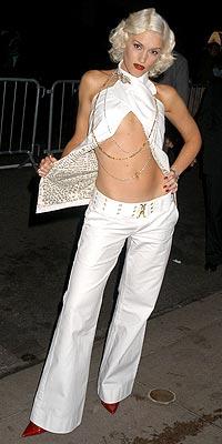 WRAPPED AROUND photo | Gwen Stefani