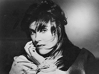 'Gloria' Singer Laura Branigan Dies at 47