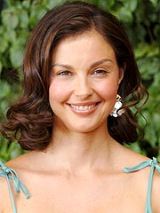 Ashley Judd the Face of New Makeup Line | Ashley Judd