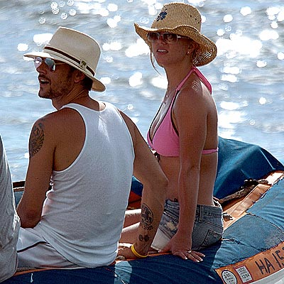 JULY 6: HAWAII  photo | Britney Spears, Kevin Federline