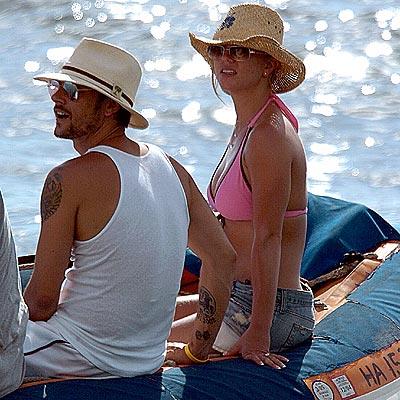 JULY 6: HAWAII  photo | Britney Spears, Kevin Federline
