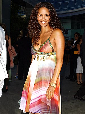 PURR-FECTLY PRETTY  photo | Halle Berry