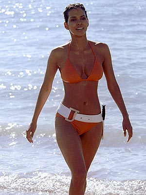 BOND BABE  photo | Halle Berry