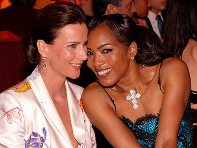SIX FEET ABOVE photo | Angela Bassett, Rachel Griffiths