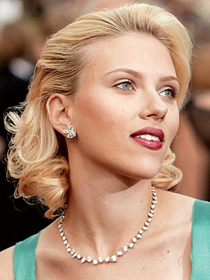 ROCKING NECKLACES photo | Scarlett Johansson
