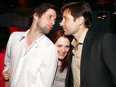 PEEK-A-BOO  photo | Bart Freundlich, David Duchovny, Julianne Moore