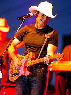 ROAD WARRIOR  photo | Brad Paisley